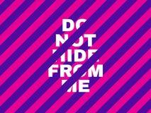 Roze en violet concept Heldere inschrijving op een gestreepte achtergrond Creatieve tekst voor banner, affiche, Web modern Stock Fotografie