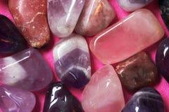 Roze en viooltje opgepoetste stenen royalty-vrije stock foto