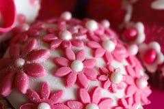 Roze en witte cupcake Stock Foto's