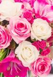 Roze en witte valse bloem met de hand gemaakte naaiende bloemen Stock Fotografie
