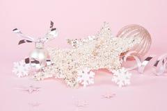 Roze en zilveren Kerstmisstilleven. Stock Foto's