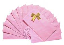 Roze envelop met gouden kom Stock Afbeelding