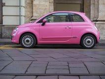 Roze Fiat 500 auto Stock Fotografie