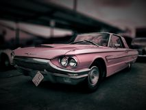 Roze Ford Thunderbird Stock Foto