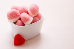 Roze gelei of heemst met suiker in kom Stock Foto's