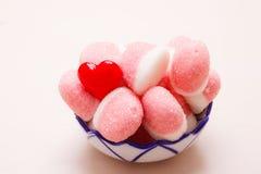 Roze gelei of heemst met suiker in kom Stock Afbeelding