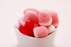 Roze gelei of heemst met suiker in kom Stock Foto