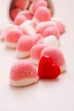 Roze gelei of heemst met suiker op lijst Stock Foto's