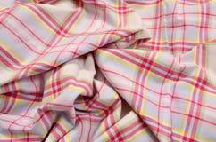Roze geruit Schots wollen stofpatroon op verfrommelde stof Stock Afbeelding