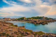 Roze granietkust, Perros Guirec, Frankrijk Stock Afbeeldingen