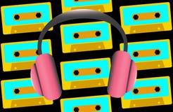 Roze grote full-sized hoofdtelefoons voor het luisteren aan muziek op de achtergrond van oude retro uitstekende hipster audiocass stock illustratie