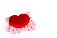 Roze handschoen en rood hart stock foto's