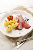 Roze haringen met aardappel en ui Royalty-vrije Stock Fotografie