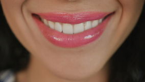 Roze het glimlachen vrouwen` s lippen stock videobeelden