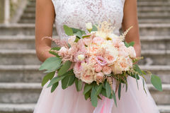 Roze huwelijksboeket met rozen Royalty-vrije Stock Afbeeldingen