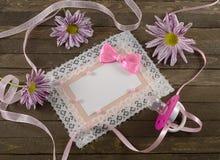 Roze kaart met fopspeen stock afbeelding