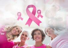 Roze linten met de voorlichtingsvrouwen van borstkanker Royalty-vrije Stock Afbeeldingen