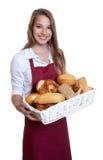 Roześmiana sprzedawczyni piekarnia Zdjęcie Royalty Free