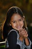 roześmiany dziewczyna cukierki zdjęcia royalty free