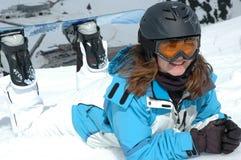 roześmiany dziewczyny jazda na snowboardzie Zdjęcie Royalty Free