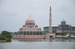 Roze moskee, putrajaya Stock Afbeelding