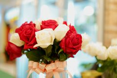 Roze nam toe en rood nam toe Royalty-vrije Stock Afbeelding