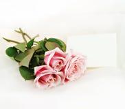 Roze Rozen en Nota Royalty-vrije Stock Afbeeldingen
