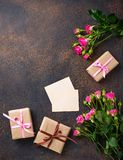 Roze rozen, giftdozen en groetkaart Royalty-vrije Stock Afbeelding