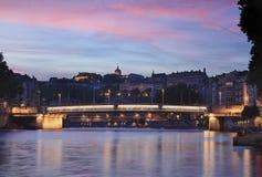 Roze schemer over Lyon stock afbeelding