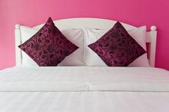 Roze Slaapkamer in een modern huis Stock Foto's