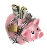 Roze spaarvarken met ketting en hangslot Royalty-vrije Stock Afbeeldingen
