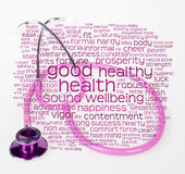 Roze stethoscoop en gezondheid wordcloud Royalty-vrije Stock Foto's