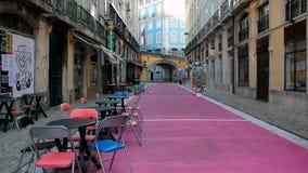 Roze straat in Lissabon stock afbeeldingen