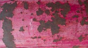 Roze uitstekende metaalachtergrond met gebarsten verf Vlak leg, hoogste mening royalty-vrije stock foto's