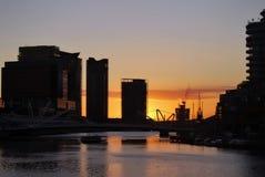 Roze zonsondergang over wolkenkrabbers van Melbourne de stad in, Yarra-Rivier Royalty-vrije Stock Foto's