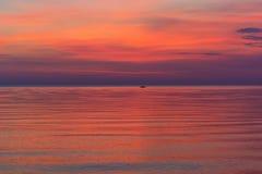 Roze zonsopgang in het overzees Stock Afbeelding