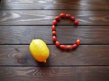 Rozebottels en citroen Stock Foto