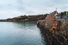 Rozel-Hafenwand, Jersey, Kanal-Inseln lizenzfreie stockfotografie