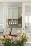 Rozen in de keuken Royalty-vrije Stock Afbeeldingen