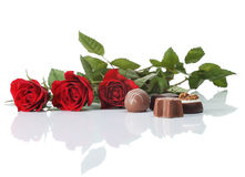 Rozen en chocolade royalty-vrije stock afbeeldingen