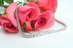 Rozen en diamanten royalty-vrije stock afbeelding