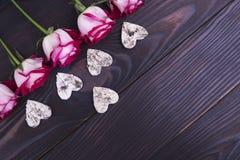 Rozen en harten van schors van een boom Royalty-vrije Stock Fotografie