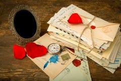 Rozen en oude brieven Royalty-vrije Stock Foto
