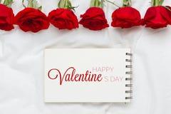Rozenboeket met Valentijnskaartendag op papier Royalty-vrije Stock Afbeelding
