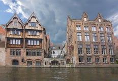 Rozenhoedkaai kanal, Bruges, Belgien arkivbild