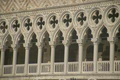 Rozetten en Venetiaans terras stock afbeelding