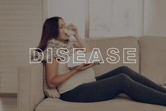 rozgorączkowany Wyniosły nos Migrena tła ręka odizolowywająca nad miejsca chorą bolesnego gardła białą kobietą choroba obrazy stock