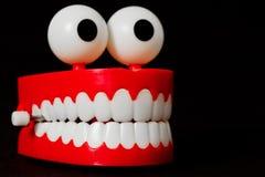 Rozgwarzeni zęby bawją się od trzy ćwiartek patrzeje prawi Zdjęcia Stock