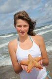 rozgwiazda plażowy nastolatka Zdjęcia Royalty Free