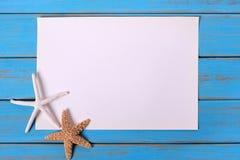 Rozgwiazdy błękita plaży pokładu plakatowy stary wietrzejący drewniany tło Obraz Royalty Free